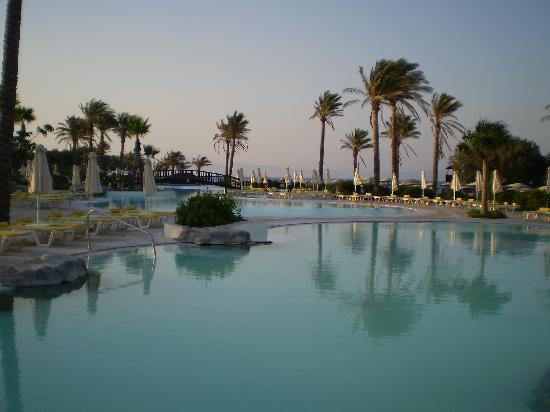 Grecotel Kos Imperial Hotel : Μια απο τις πισινες