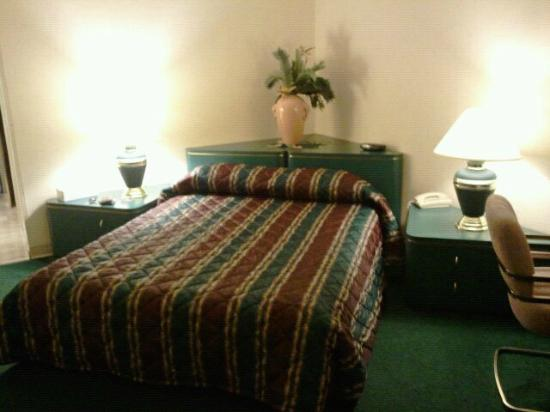 Rodeway Inn & Suites: Turf Hotel Charles Town West Virginia Aug 2011