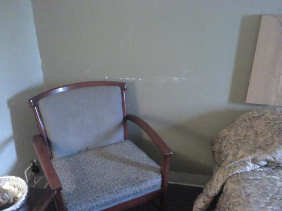 Midway Inn: scrapes along the wall and sticky chair and table