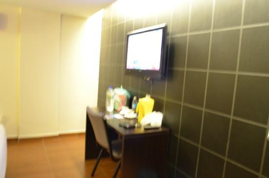 KK Waterfront Hotel: LCD TV...