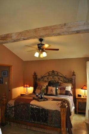 Villas in the Wimberley Hills: Bed