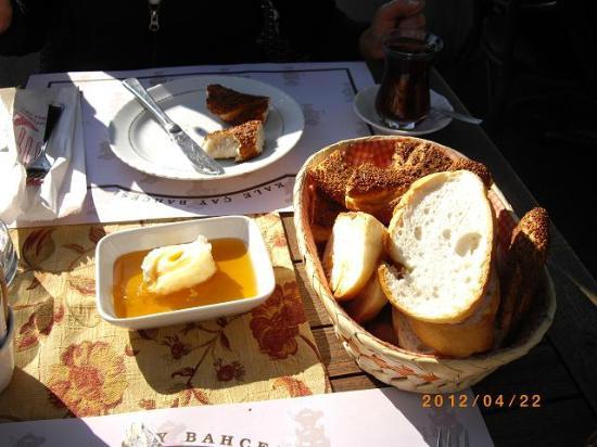 Kale: Oishii Pan to Hachimitsu Cream