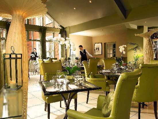 Hayfield Manor Hotel: Perrotts Garden Bistro