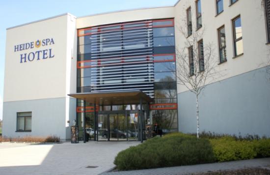 Heide Spa Hotel & Resort: Außenansicht / Eingangsbereich