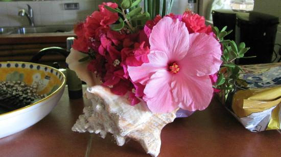 Harbour Club Villas & Marina: Flowers in room