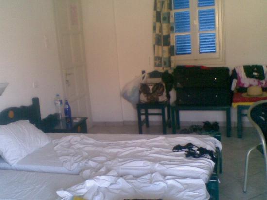Nikias Rooms & Apartments: Spaziosa, il disordine è nostro.....