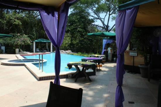 Makanda by the Sea: Pool with dining facilities