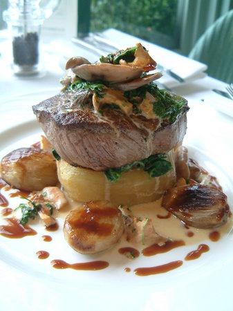Old Bridge Hotel Restaurant: Beef fillet with wild mushrooms