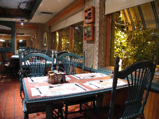 Salle manger avant front dining room picture of resto for Salle a manger levi
