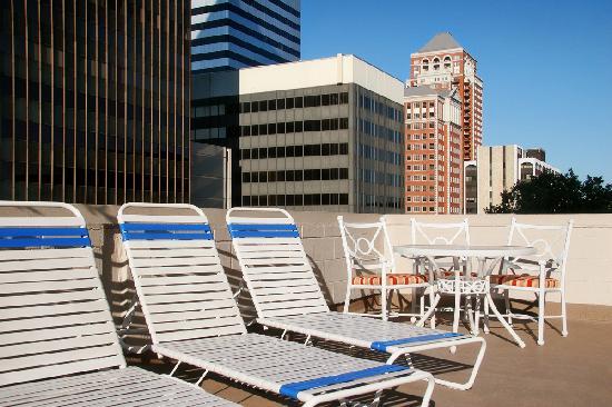 Sheraton Clayton Plaza Hotel St. Louis: Pool Patio Sundeck