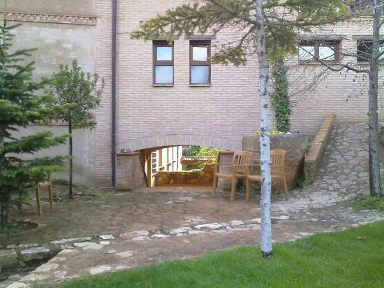 Villa de Alquezar: Jardín