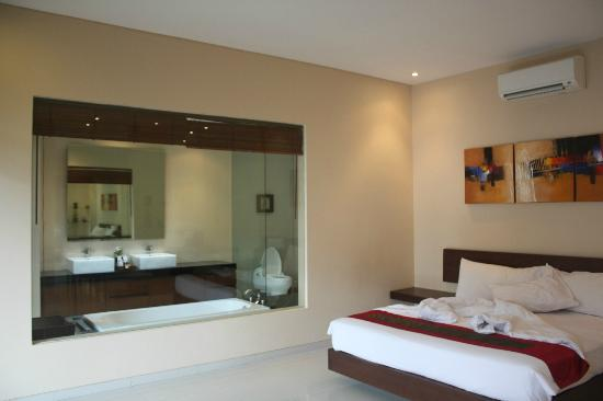 Villa Blink: spacious room