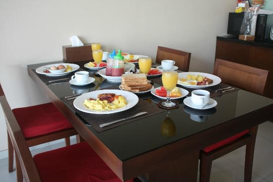 Villa Blink: breakfast