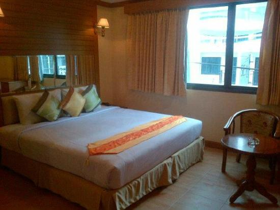 Bangkok Residence : The bed is rather comfortable.