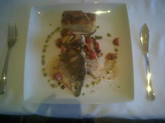 Hotel Villa Frigiliana: fillet of dorada with dauphinoise potatoes