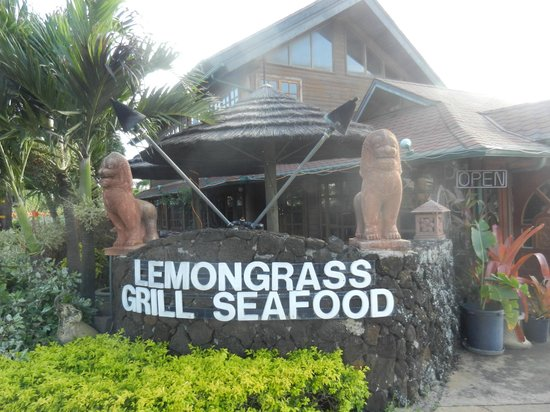 Lemongrass Grill Seafood & Bar : you have to look for it or you'll miss it!
