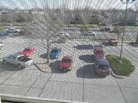 إكسبريس واي سويتس بسمارك: third floor view of parking and the expressway