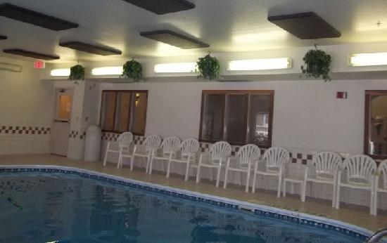إكسبريس واي سويتس بسمارك: good-sized pool