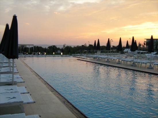 Falkensteiner Family Hotel Diadora: Pool sunset
