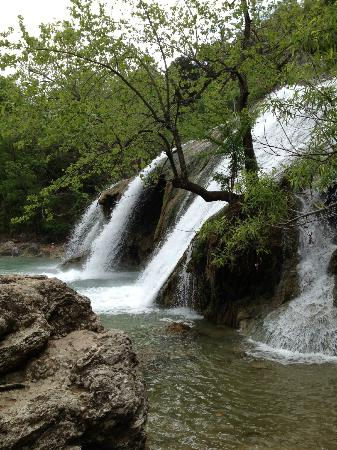 Turner Falls Park: Turner Falls close up