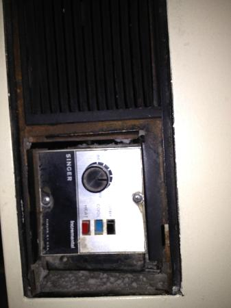 Lakeview Golf Resort and Spa: Controls on antiquated HVAC unit