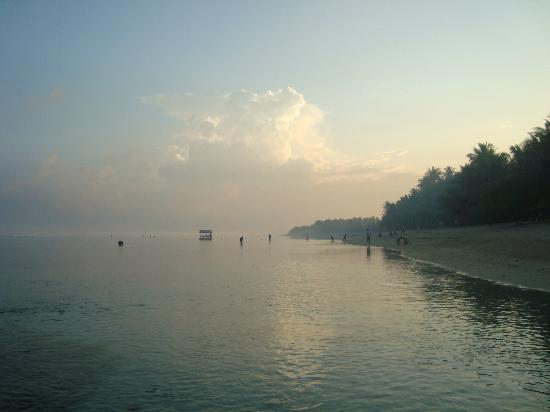 Patar Beach: Clear as glass in the morning!