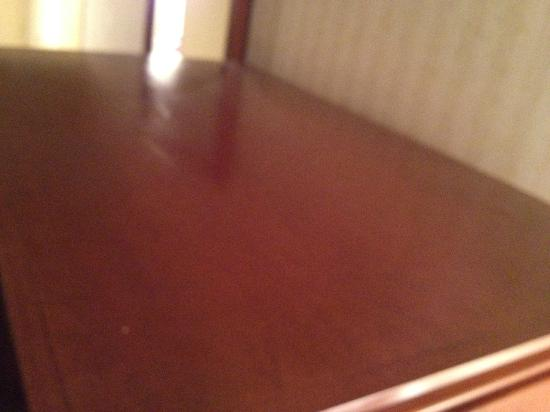 Lakeview Golf Resort and Spa: Dusty top of TV Stand