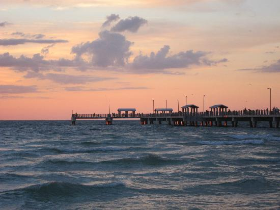 Fort De Soto Park: Sunset at Bay Pier