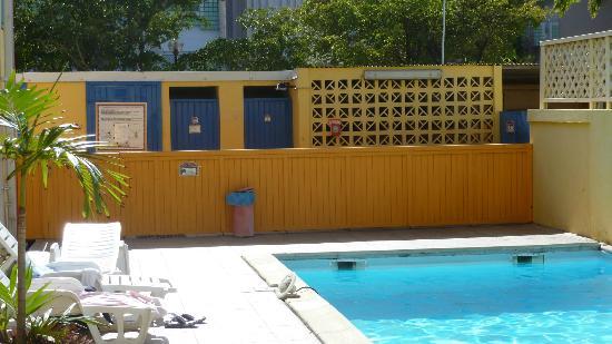 KARAIBES HOTEL : l'éclairage qui flottait dans la piscine...