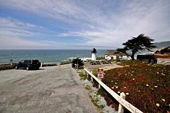 HI-Point Montara Lighthouse: Parking