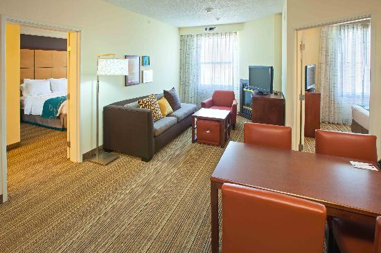 Residence Inn Louisville Downtown: Two Bedroom Suite