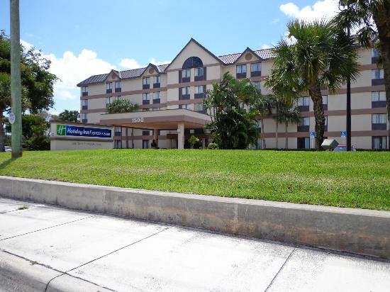 Holiday Inn Express and Suites Fort Lauderdale Executive Airport: Frente