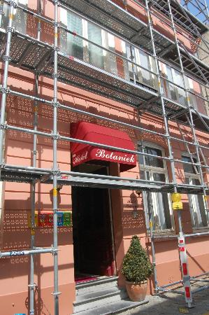 Botaniek  Hotel: Renovations outside (may 2011)