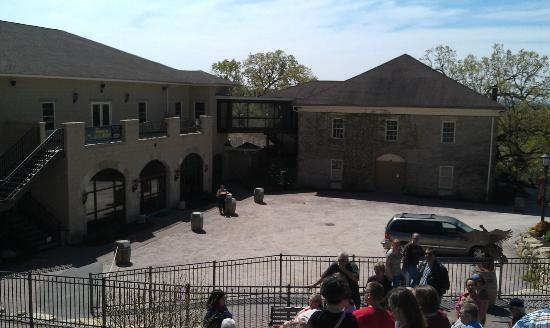 Wollersheim Winery & Distillery: Winery Courtyard