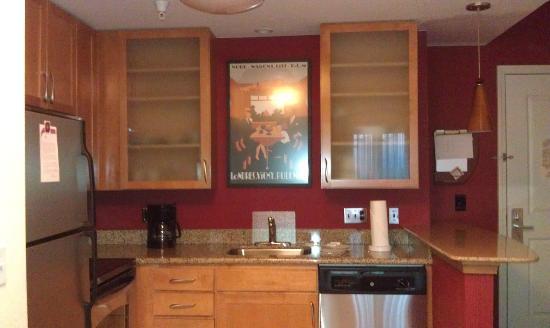 Residence Inn Waynesboro: Kitchen - has dishwasher and full refrigerator