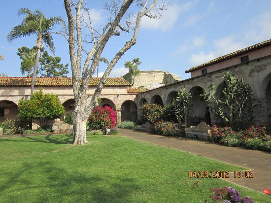 San Juan Capistrano, CA: Interior courtyard