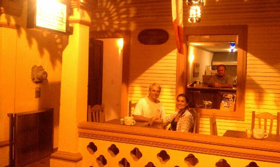 Ohana Cafe: Outside Front Patio
