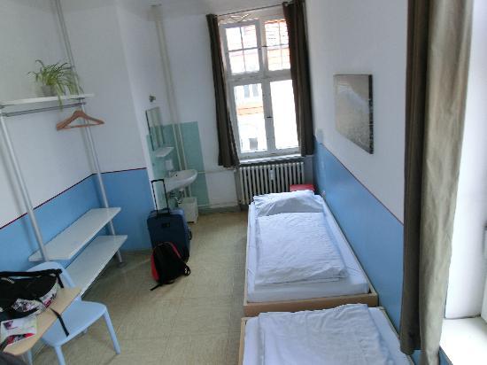 Three Little Pigs Hostel: Zweibettzimmer