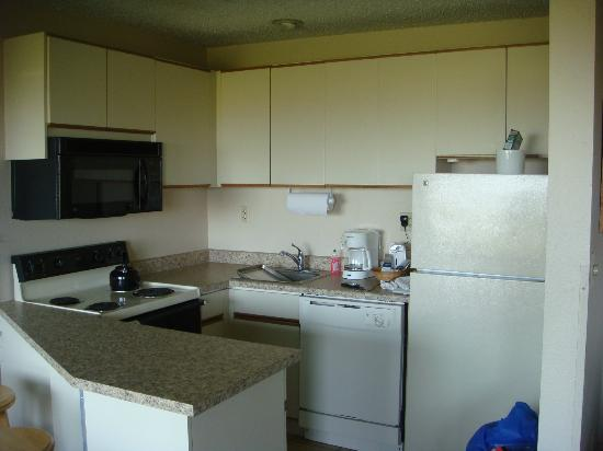 Polynesian Resort: Kitchen in 2 bedroom suite