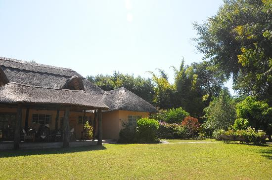 Bushbuck River House: The main house and gardens