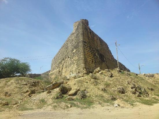 Vista desde uno de los ángulos del castillo de araya.