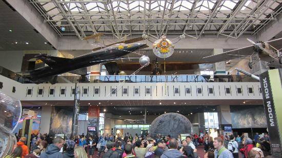 Smithsonian Tour Hours Weekends