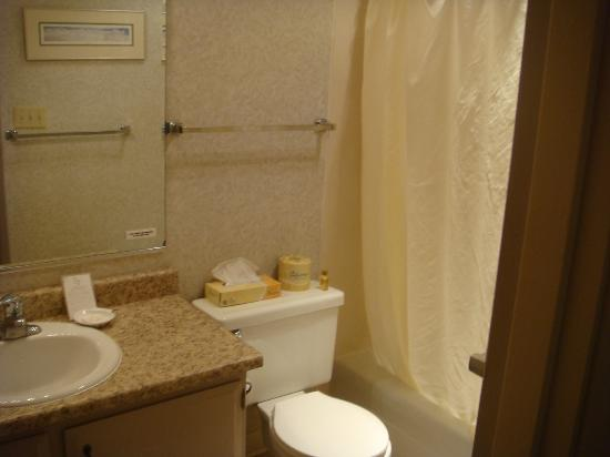 Polynesian Resort: Full bath in 2 bedroom suite