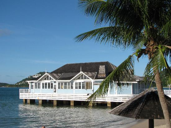 Sandals Halcyon Beach Resort: Pier Restaurant Halcyon Beach Hotel