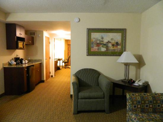 Holiday Inn Express Petersburg-Fort Lee: Seating Area / Kitchen Area