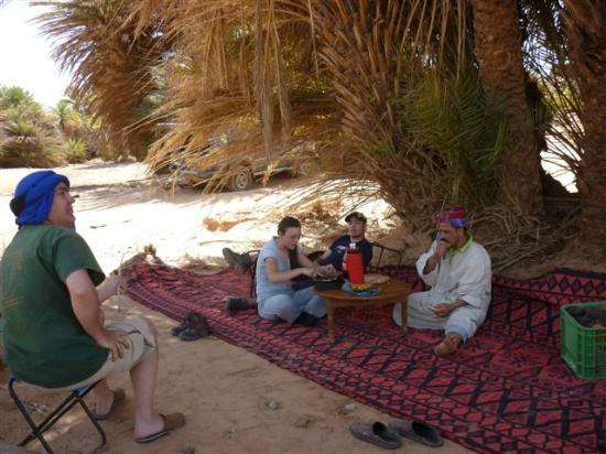 Kasbah Azalay Merzouga: Berber Pizza in the Desert