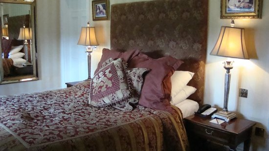 Lough Rynn Castle Estate & Gardens: Our bedroom - room 109