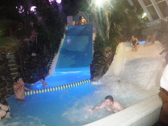 pool and slides  Picture of Center Parcs Sherwood Forest Rufford