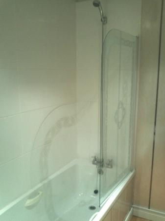 The Park Hotel: Shower very low pressure
