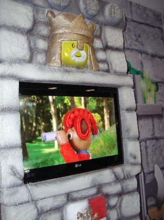 LEGOLAND Resort Hotel: t.v in childrens room